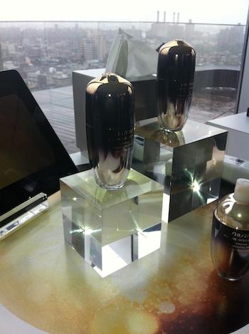 Shiseido FUTURE SOLUTION LX Ultimate Regenerating Serum